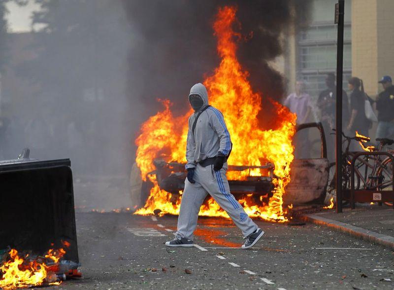 4388657-britain-riots